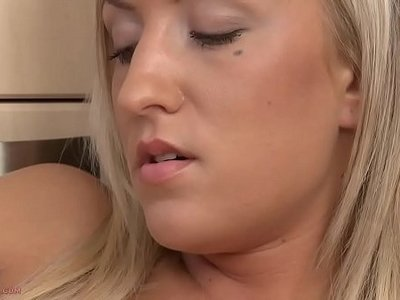 18 years old  blonde  fingering