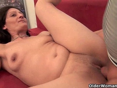couch  cougar  fuck  housewife  pussy